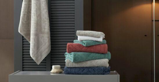 Organizando a rouparia: Pilha de toalhas de banho Buddemeyer