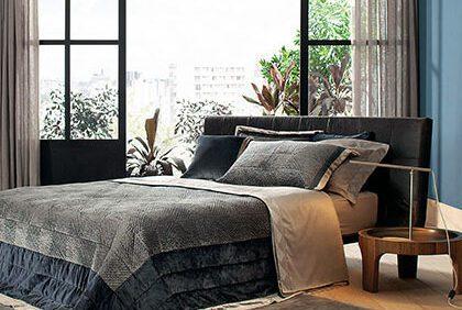 Lavagem de roupas escuras: Cama ambientada com roupa de cama Buddemeyer