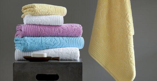 Não passar toalhas Pilha de cinco toalhas Buddemeyer em cores sortidas