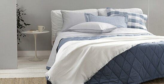 Lavagem ideal: Cama ambientada com roupa de cama Buddemeyer Basic Percalle